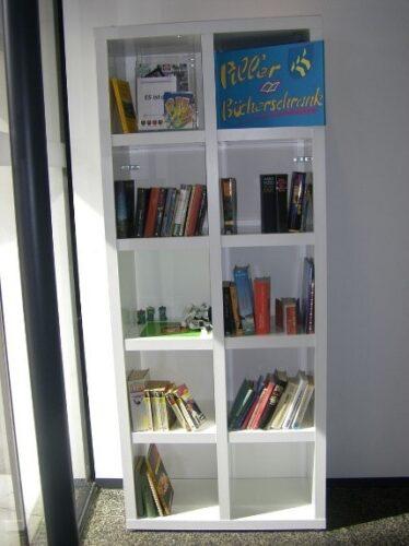 Galerie: Piller Bücherschrank